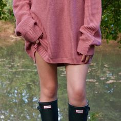 This fall weather got us like #uoonyou #hunterboots #urbanoutfitters