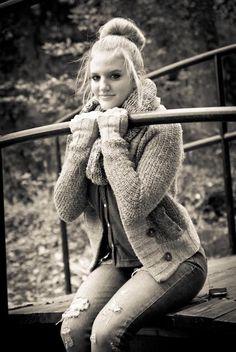 Beautiful senior pic idea for girls outdoor pics. Senior Pictures 2014, Photography Senior Pictures, Senior Photos, Maternity Photography, Senior Portraits, Photography Ideas, Picture Poses, Photo Poses, Picture Ideas