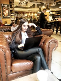 Skinny Leather Pants, Leather Pants Outfit, Black Leather Dresses, Leather Trousers, Leather Leggings, Skinny Jeans, Shiny Leggings, Black Leggings, Leggings Are Not Pants
