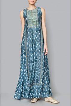 The vintage blue modal tunic is printed with floral and vine motifs that remind you of lush beautiful gardens of summer on its neckline. The sleeveless Manasya tunic, is a must have this season. Style Tip:Style this tunic with your favourite jacket or drape our printed stoles to finish your summer look. Fabric:40