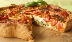 Hartige taart met courgette & tomaat Feel Good Food, I Love Food, Healthy Snacks, Healthy Recipes, Happy Foods, Dinner Dishes, Food Inspiration, The Best, Foodies