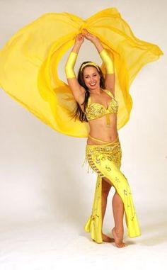 A dança do ventre em amarelo