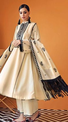 Pakistani Fashion Party Wear, Pakistani Bridal Dresses, Pakistani Outfits, Indian Outfits, Indian Fashion, Stylish Dress Designs, Stylish Dresses, Nice Dresses, Casual Dresses