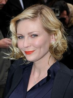 Kirsten Dunsts blonde, curly hairstyle