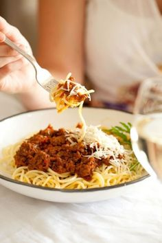 Traditional Spaghetti Bolognaise recipe with NOMU Beef Fond Bolognaise Recipe, South African Recipes, Ethnic Recipes, Winter Recipes, Not Good Enough, Winter Food, Spaghetti, Favorite Recipes, Beef