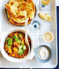 Cauliflower curry with tomato and coriander