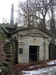Lincoln's Original receiving vault shortly after his death on May Abraham Lincoln - Sixteenth United States President. Cemetery Headstones, Old Cemeteries, Graveyards, Cemetery Art, American Presidents, American Civil War, American History, Abraham Lincoln, History Photos