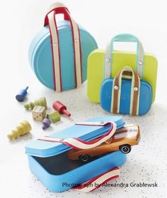 Mint-Tin Suitcase Craft for Kids. Not sewing but maybe a great gift container Cardboard Suitcase, Cute Suitcases, Mint Tins, Altoids Tins, Tin Containers, Altered Tins, Operation Christmas Child, Crafts To Make, Fun Crafts