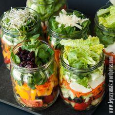 sałatki słoikowe20135 Raw Food Recipes, Healthy Recipes, Healthy Snacks, Healthy Eating, Salad In A Jar, Slow Food, Canning Recipes, Tasty Dishes, Superfood
