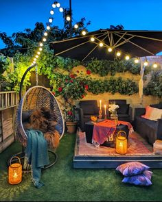 Find Tons of Decor Inspiration in This Quirky and Colorful UK Home - Bold and Eclectic Home Decor Styling Ideas Outdoor Spaces, Outdoor Living, Outdoor Decor, Garden Nook, Terrace Garden, Garden Plants, Small Balcony Decor, Small Patio Ideas Townhouse, Balkon Design