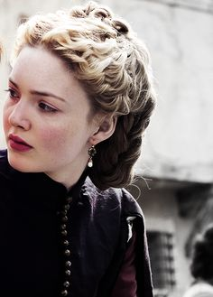 Holliday Grainger as Lucrezia in The Borgias Os Borgias, Borgia History, Holiday Grainger, Borgia Series, Lucrezia Borgia, Fantasy Costumes, Character Aesthetic, Elle Fanning, Beauty Women