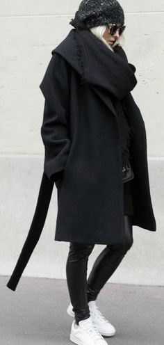 Figtny shows us how to wear all black in this gorgeous wool wrap coat and edgy leather leggings. Coat/Leggings: Net A Porter, Sneakers: Mango. Casual Fall Outfits, Winter Outfits, Cool Outfits, Style Noir, Mode Style, Look Fashion, Winter Fashion, Net Fashion, Fashion Mode