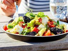 Superfood salad à la Zanzibar recipe Fruit Salad, Cobb Salad, Birthday Bbq, Superfood Salad, Superfoods, Veggies, Vegan, Fresh, Health