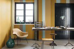 Os tecidos, os pisos cerâmicos ou porcelânicos, as fibras de tapetes, os couros e vários outros itens aparecem com um toque de metal