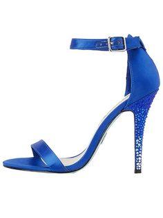 ff37e6a1a5ce9 423 meilleures images du tableau Chaussures femme   Beautiful shoes ...