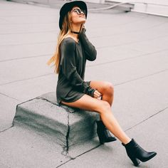 Black booties, hat and choker necklace make for the perfect casual look