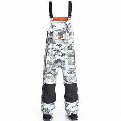 Если Вы проводите много времени на склоне или в парке, участвуете в проведении снежных мероприятий или частенько шейпите трамплины, то штаны DC Clash для Вас не роскошь, а реальная необходимость. Влагостойкая ткань Exotex 15K, удобные эластичные лямки, множество карманов и полностью проклеенные швы - в этих штанах Вам любые капризы погоды будут по плечу. Хотите добавить образу непринужденности? В жаркий солнечный день просто снимите лямки, яркая подкладка и логотип DC, который кстати не…