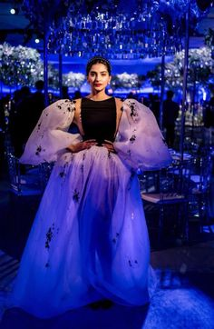 Sonam Kapoor in Stephane Rolland Couture at the pre-wedding festivities of Akash Ambani and Shloka Mehta in St. Moritz, Switzerland on March Star Fashion, Fashion Beauty, Rhea Kapoor, Haute Couture Gowns, Stephane Rolland, Sonam Kapoor, Bollywood Stars, Baby Girl Dresses, My Princess