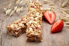 Sie sind ein toller Snack für Zwischendurch und dazu noch gesünder als Süßes : Müsliriegel. Und man kann sie super selber machen. Im Blog gibt es Rezepte..