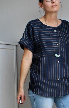 Summer blouse short sleeve version blouse Vanda_B Tunic Designs, Kurti Neck Designs, Umgestaltete Shirts, Bluse Outfit, Remake Clothes, Formal Tops, Diy Kleidung, Designer Kurtis, Shirt Refashion