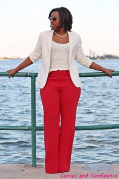 The reverse of the bold top, neutral pant ensemble is a colorful pant with a neutral top, and this is a great example of how that can work well for curvy girls. (the pants are Old Navy, y'all!)