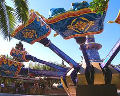 Magic Carpets of Aladdin is very similar to Dumbo but usually has a shorter and faster moving line. Description from wdwtourguide.com. I searched for this on bing.com/images