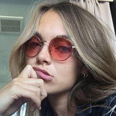 Sieh dir dieses Instagram-Foto von @venedaanastasia an • Gefällt 5,448 Mal Heart Shaped Sunglasses, Round Sunglasses, Sunglasses Women, Popular Sunglasses, Trending Sunglasses, Cool Glasses, Mens Glasses, Rose Colored Glasses, Four Eyes