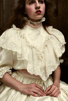 What a silly girl. What a silly girl. Robes Vintage, Vintage Dresses, Vintage Outfits, Pretty Dresses, Beautiful Dresses, Victorian Fashion, Vintage Fashion, Victorian Blouse, Costume Venitien