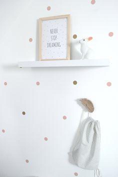 Les stickers gros pois roses et dorés, pour une décoration douce et poétique : Stickers par 3-pommes-dans-un-panier
