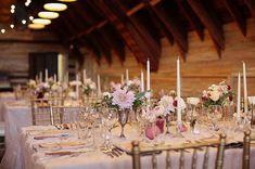 Теплая, нежная и по-домашнему уютная свадьба в стиле рустик не оставит равнодушной ни одну пару влюбленных.