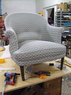 fauteuil berg 232 re en velours bleur table d appoint 224 motifs orientaux et tapis assorti d 233 co