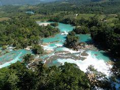 El nombre de Las Nubes se debe a la brisa que levantan las numerosas cascadas formadas por el río Santo Domingo.