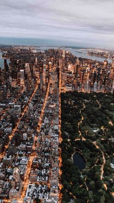 new york - new york aesthetic . new york . new york city . new york cheesecake . new york apartment . new york strip steak recipes . new york city aesthetic . new york city photography New York Trip, New York Travel, Paris Travel, City Aesthetic, Travel Aesthetic, Photographie New York, Freedom Travel, Freedom Art, Central Park Nyc