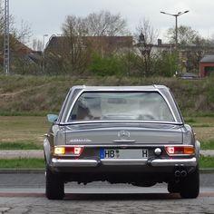 A nice Mercedes-Benz 280SL Pagoda (1968-1971) on leaving #SchuppenEins yesterday. #SLsunday #MercedesBenz280SL #280SL #MercedesBenzSL #W113 #mercedesw113 #pagode #pagoda #mercedespagoda #mercedespagode #mercedesbenz #classicmercedes #mercedesclassic #classicbenz #vintagebenz #teilix1604 #teilixmercedes #classiccar #mbfan #mbfans #mblife #mbphoto #mblovers #mbclassic #mbfanphoto #instabenz #insidebenz #asundaycarpic by teilix