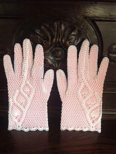 Zelfgehaakte handschoenen voltooid op 31-10-2014.