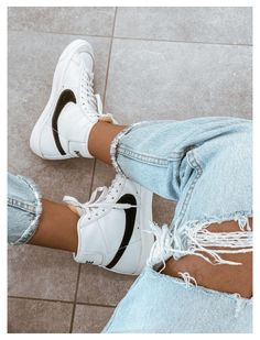 Mode Converse, Sneakers Mode, Cute Sneakers, Sneakers Fashion, Nike Fashion Outfit, New Converse, Adidas Sneakers, Cute Nike Shoes, Nike Air Shoes