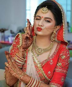 Awesome Ideas for Pakistani and Indian Bridal Makeup, Jewelry, Lehnga and Mehndi… – Famous Last Words Indian Bridal Photos, Indian Wedding Poses, Indian Wedding Couple Photography, Indian Bridal Outfits, Wedding Couple Poses, Indian Bridal Makeup, Bride Photography, Indian Wedding Jewelry, Indian Jewelry