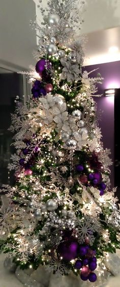 Beautiful Christmas Tree Ideas - Purple and White Christmas Tree Christmas Tree Design, Beautiful Christmas Trees, Colorful Christmas Tree, Noel Christmas, White Christmas, Xmas Trees, Rustic Christmas, Simple Christmas, Christmas Lights