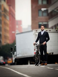 Stay at the Front of Fashion, Cycle Chic for Stylish Men - Men Fashion Hub Men's Fashion, Fashion Moda, Fashion Cycle, Fashion Ideas, Saint James, Stylish Men, Men Casual, Bike Style, Men's Style