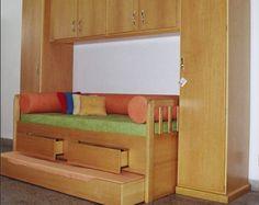 Confira 17 modelos de camas com armário embutido, que ajudam a aproveitar melhor o espaço interno de seu quarto, e também do quarto das crianças.
