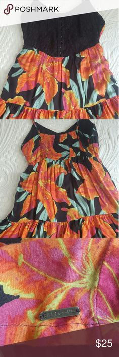 Billabong sundress Fitted bodice goes into a loose and flouncy skirt, very comfortable and fun, in great condition! Billabong Dresses Mini