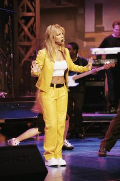 Britney Spears' 11 Most Iconic Outfits Of All Time Britney Spears Outfits, Britney Spears Pictures, Britney Spears Costume, Britney Spears 1999, 2000s Fashion, Fashion Outfits, Womens Fashion, Grunge, Indie