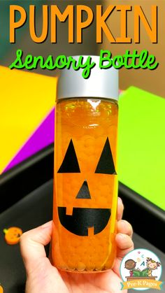 Halloween Sensory Bottle Pumpkin Sensory Bottle for Halloween. This Jack-O-Lantern sensory bottle is SO quick and easy to make! Your kids will love using this sensory bottle in your science center or calm down corner! Halloween Theme Preschool, Halloween Activities For Toddlers, Theme Halloween, Halloween Science, Autumn Activities For Kids, Science For Kids, Halloween Crafts, Summer Science, Science Fun