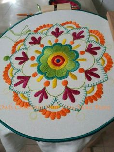 The most beautiful handicraft models, # brazilianfeature effects Handicraft, hand embroidery models, Brazilian embroidery techniques should be interested Embroidery Hoop Crafts, Mexican Embroidery, Hand Embroidery Stitches, Crewel Embroidery, Hand Embroidery Designs, Vintage Embroidery, Embroidery Techniques, Cross Stitch Embroidery, Machine Embroidery