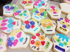 Mexico's Day of The Dead cookies, love this for halloween