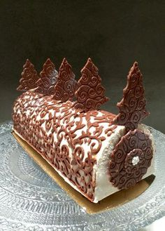 La Bûche pas nunuche Patachou yum-yum and company Christmas Deserts, Christmas Baking, Köstliche Desserts, Delicious Desserts, Jelly Roll Cake, Hanukkah Food, Gourmet Cakes, Log Cake, Cake & Co