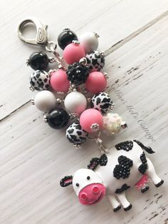 Adorable Little Cow with Beads Zipper Bag Charm/keychain/car rearview mirror charm/planner/backpack/purse/calf/baby/farm by MissMelsCottage on Etsy Jewelry Crafts, Jewelry Art, Beaded Jewelry, Jewelry Design, Jewellery, Chunky Beads, Beaded Purses, Organza Gift Bags, Zipper Bags