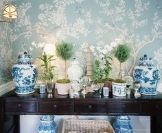 Design Chic - Chinoiserie wallpaper blue and white porcelain Chinoiserie Wallpaper, Chinoiserie Chic, Of Wallpaper, Wallpaper Ideas, Gracie Wallpaper, Chinoiserie Fabric, Mark Sikes, Home Interior, Interior Design