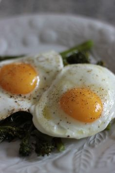 Bran Appetit » how we make perfect sunny side up eggs