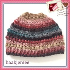 23 Free Messy Bun Hat Crochet Patterns - Make Your Own Ponytail Beanie https://babytoboomer.com/2016/12/28/free-messy-bun-hat/ #freecrochetpatterns #freecrochetpattern